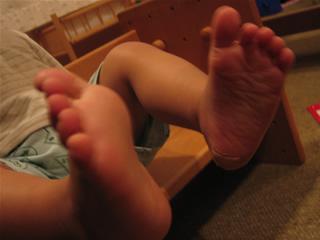 野生児の足